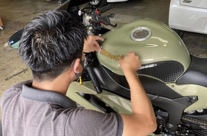 バイクのステッカーを施工